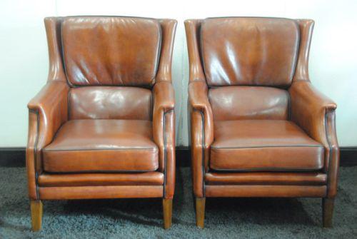 2 schapenleren fauteuils.